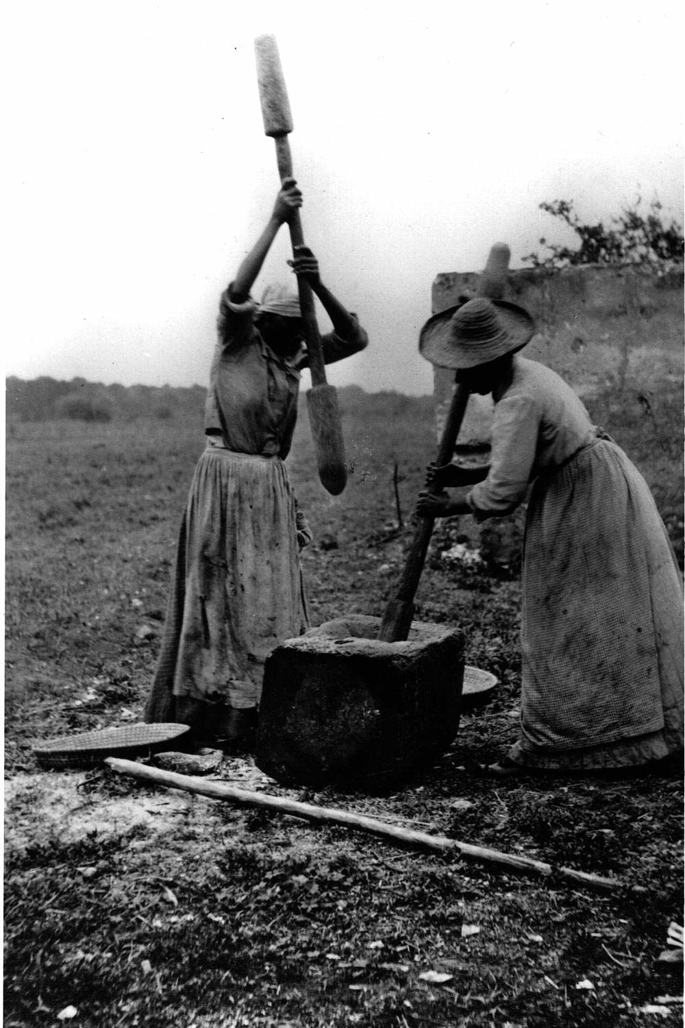 women and slavery Throughout the abolition movement, slaves, both men and women, were making attempts to escape from the shackles of slavery if slaves were fortunate enough to.